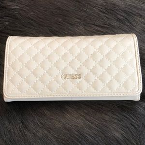 🎉LIKE NEW🎉Guess Quilted Wallet